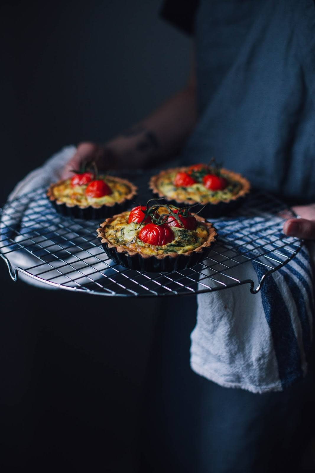 """Gluten-free Goatcheese Quiche with Cherry Tomatoes – a Recipe from the new Book """"Picknick"""""""