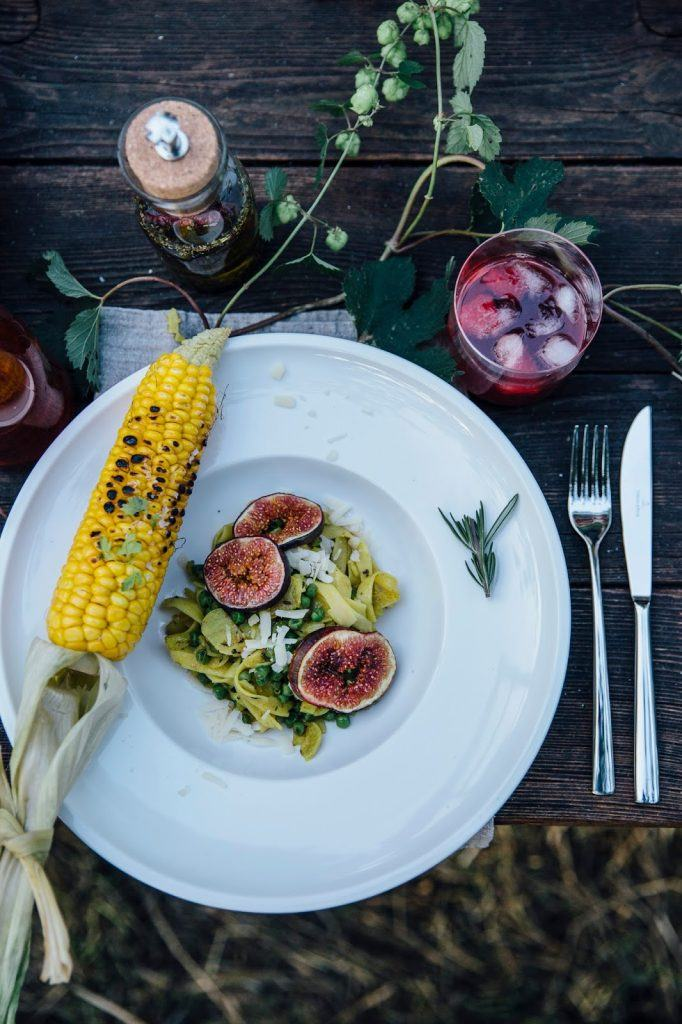 Image for A Gathering for Villeroy & Boch: gluten-free Pasta with Curry-Peas, roasted Figs and grilled Corn