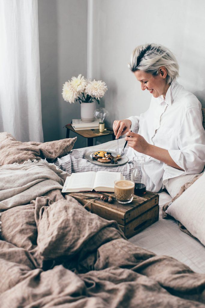 how to style a breakfast in bed