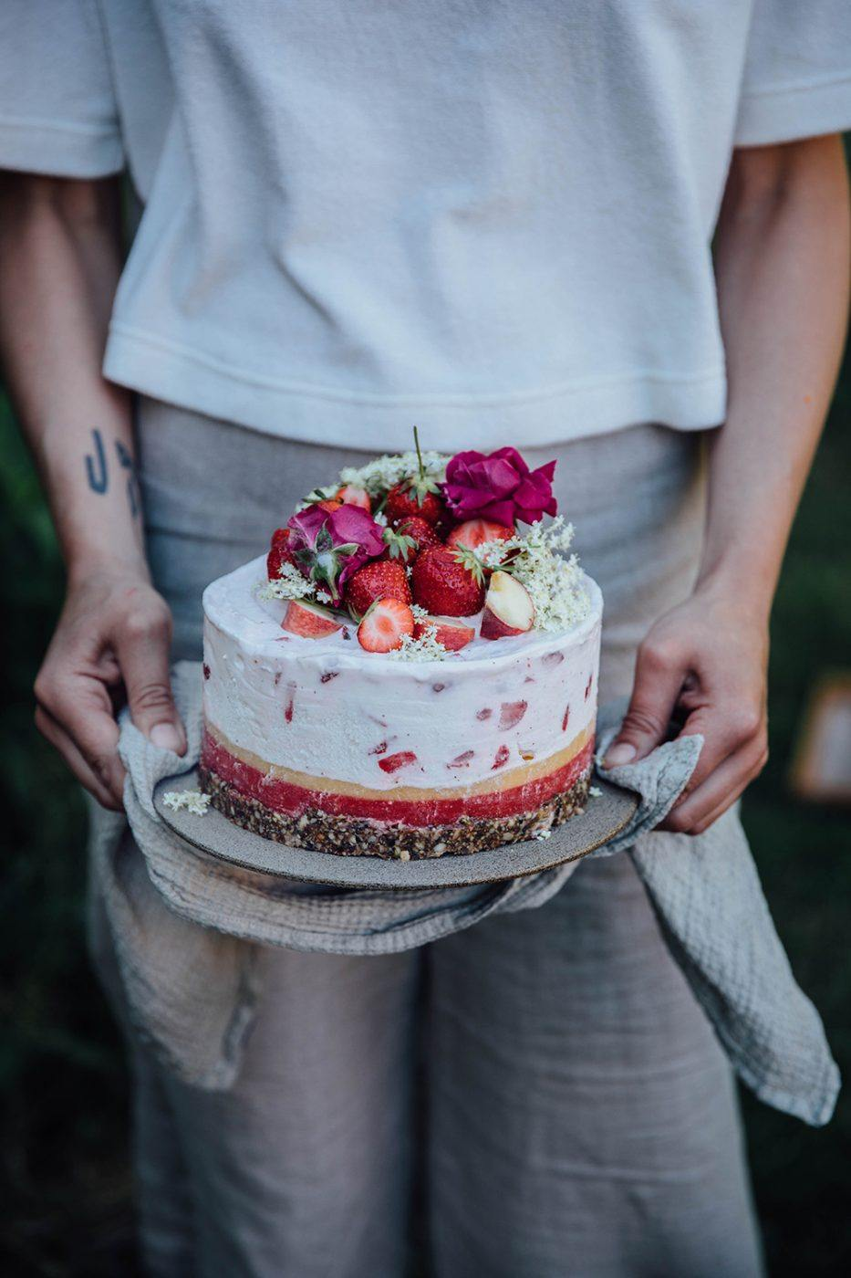 elderflower strawberry icecream cake