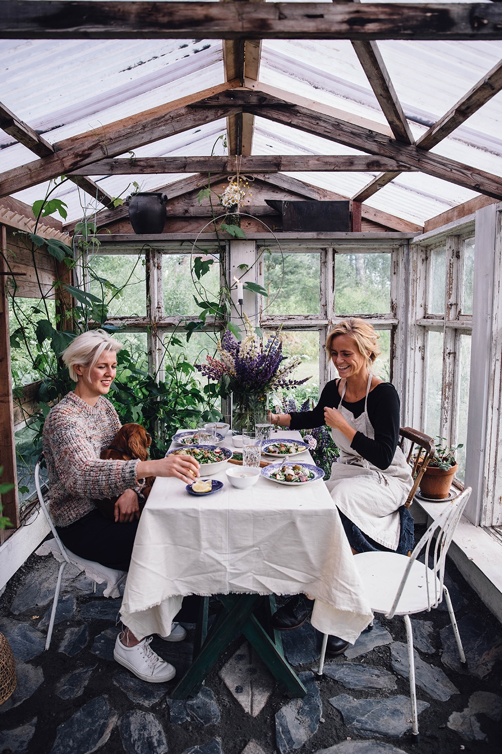 Midsummer Gathering in a Greenhouse with a Potato-Peas-Salad and a delicious Honey-Mustard-Dressing
