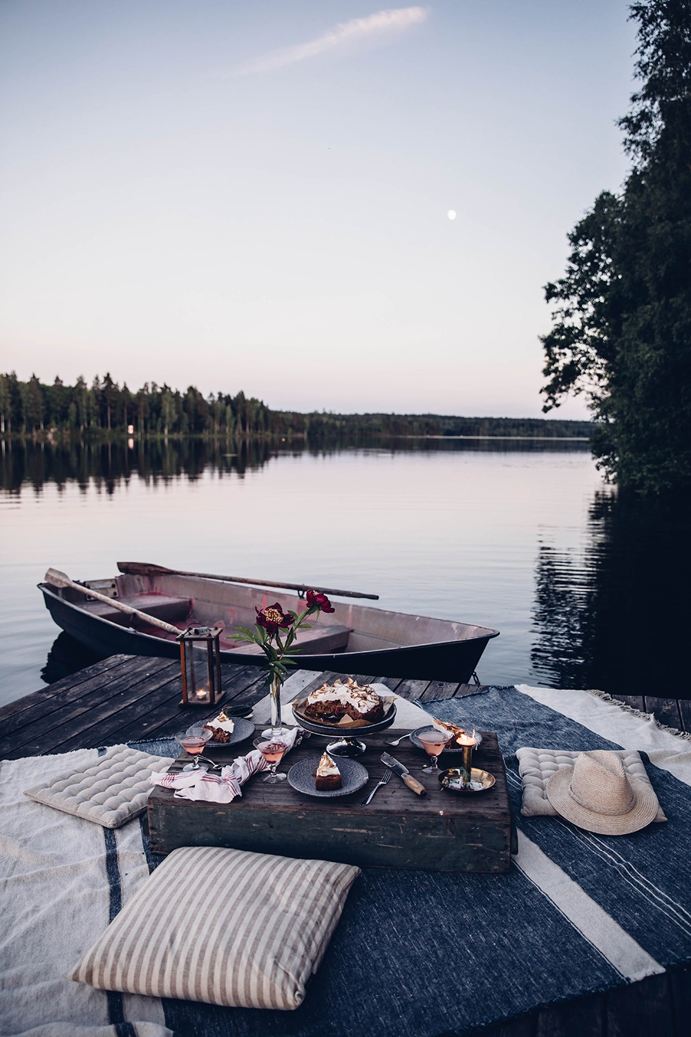 Moon Picnic in Sweden at the Lake – And a delicious Rhubarb-Lingonberry-Cake with Meringue