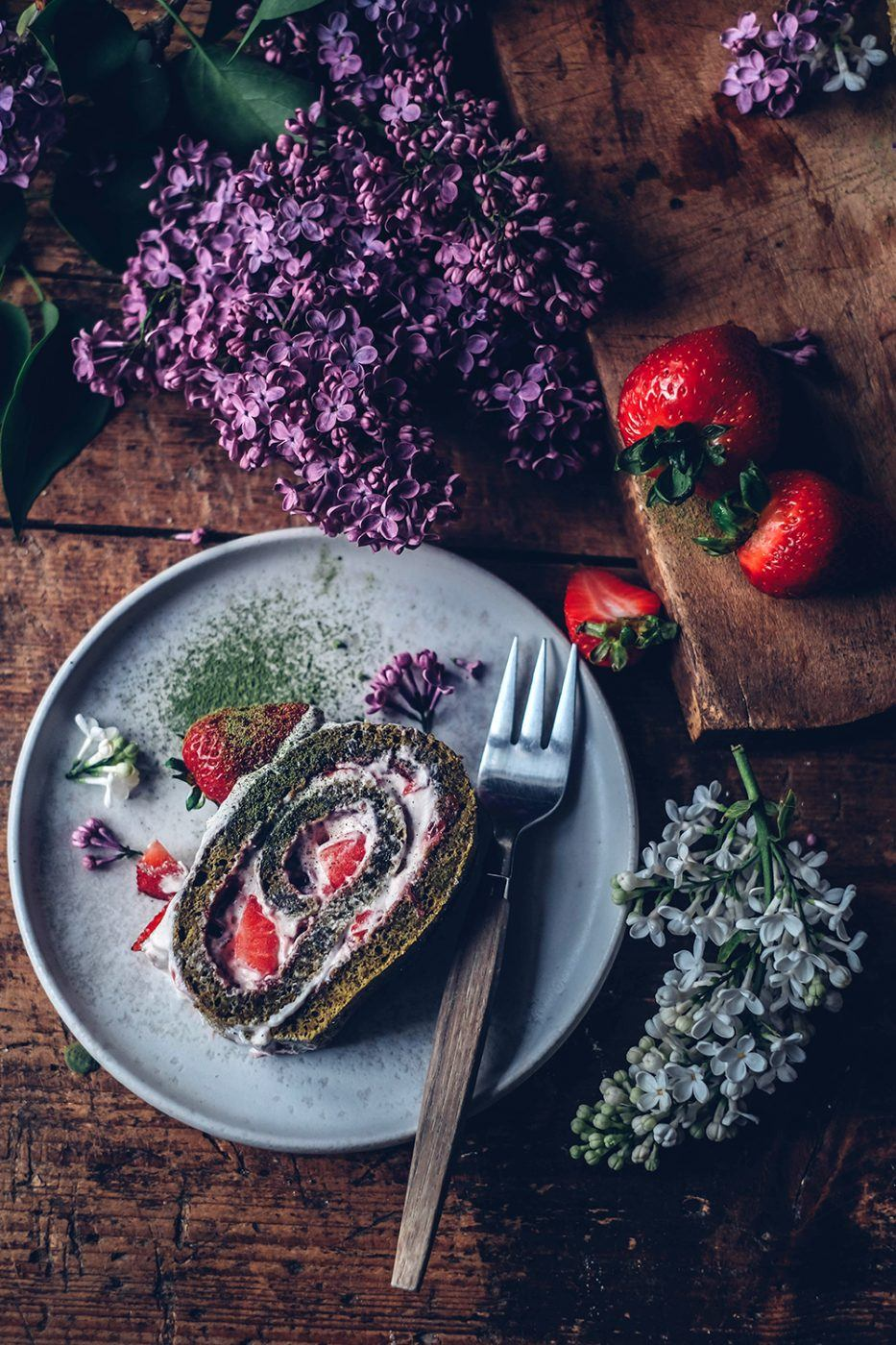 gluten-free matcha Swiss roll with strawberries
