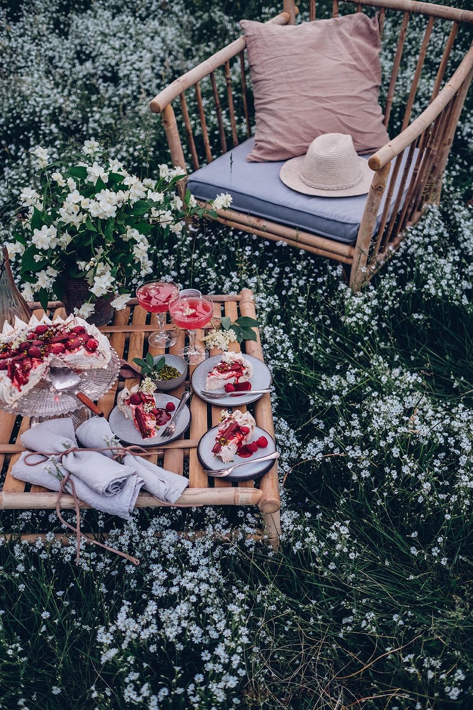 rhubarb pavlova recipe