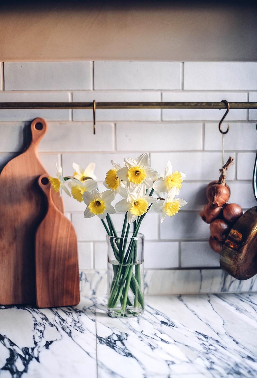 spring flowers kitchen