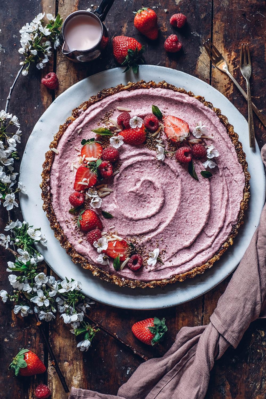 Gluten-free no-bake Strawberry Tart with a Date-Cashew Crust